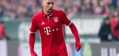 Ribéry geeft shirt aan mishandelde Théo