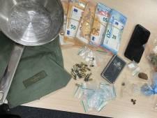 Drugs en flinke som contant geld in verborgen ruimte van auto en in woning Eindhoven