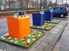 Straatbeeld: Plastic bloemetjes geplant tegen afval