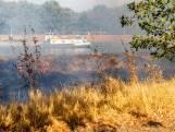 Natuurbrandje naast kanaal in Oosterhout