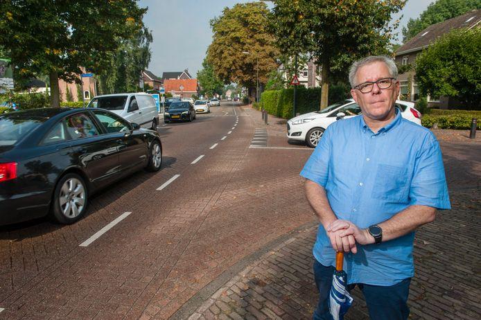 VVD-voorman Bart van de Hulsbeek bij de Hoogstraat in Berlicum.