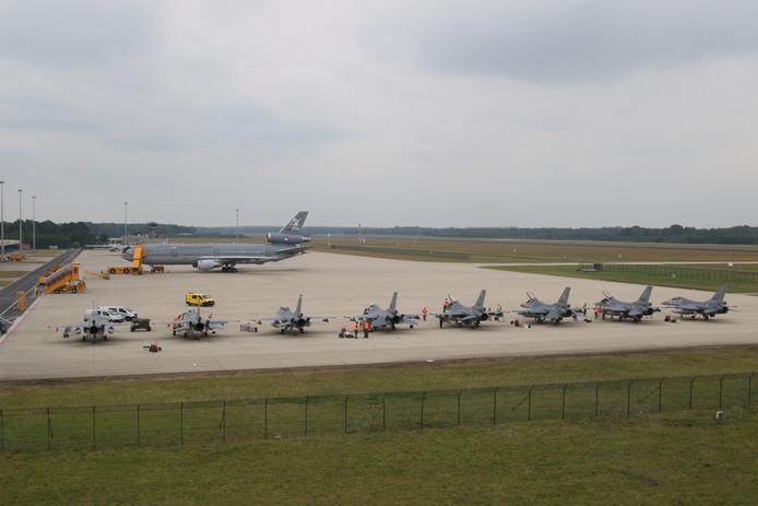 Acht F-16's zijn tijdelijk gestationeerd op de Vliegbasis Eindhoven.
