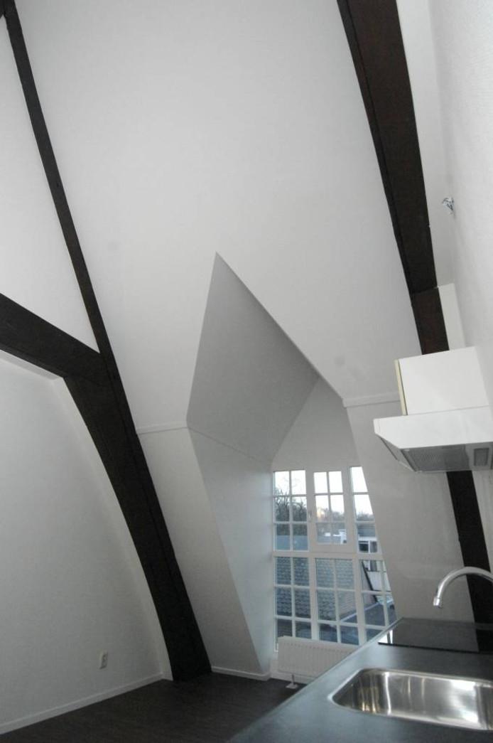 Dakspanten zijn in de woningen op de verdieping duidelijk te zien