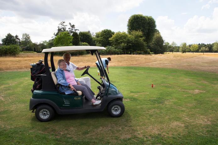 Jopie Cloo geniet op de golfbaan.