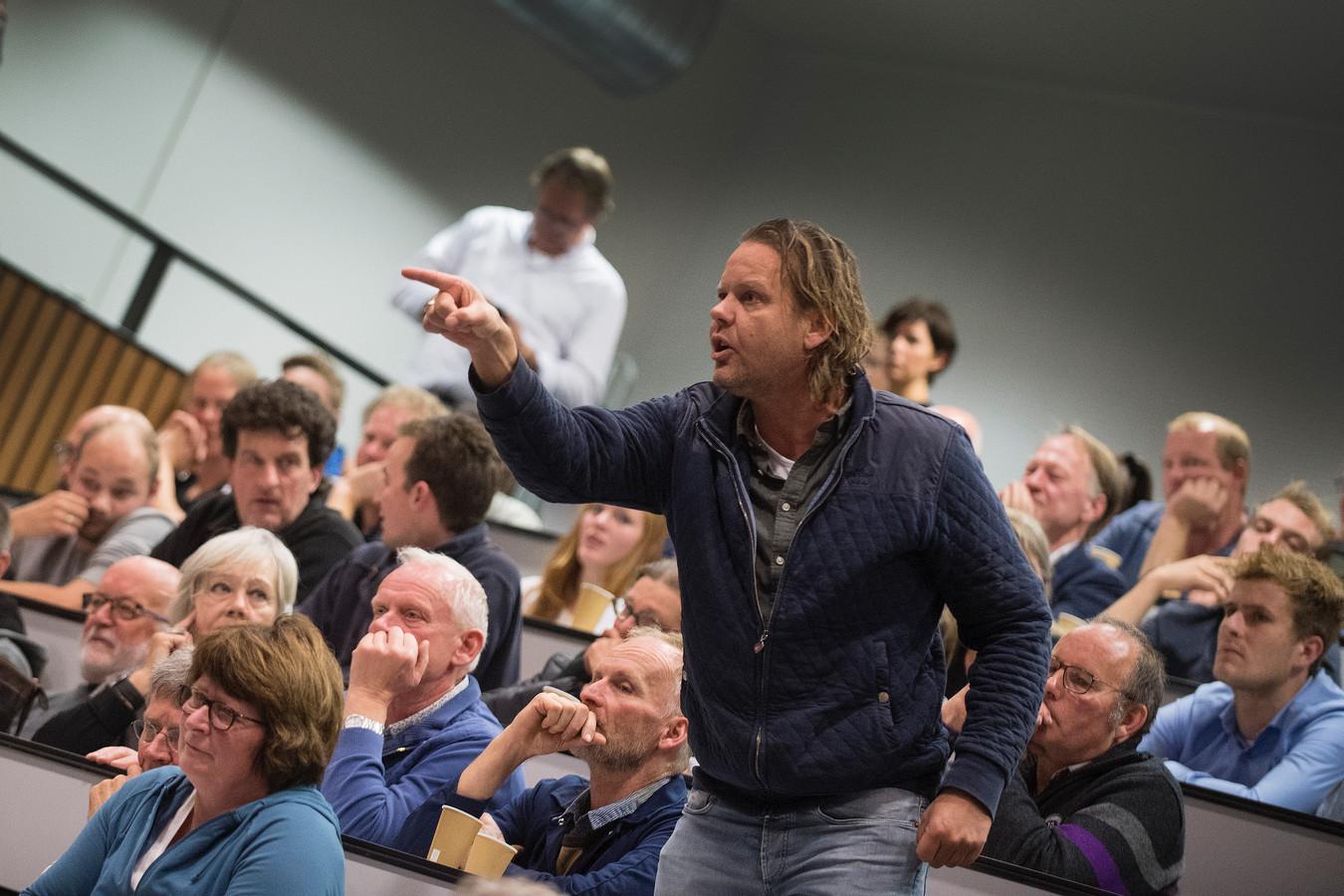Woede vanuit het publiek tijdens het Boerendebat van De Gelderlander.