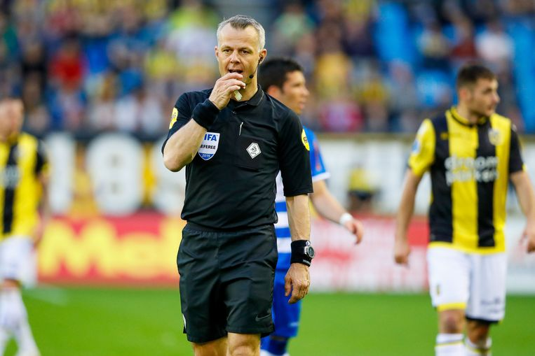 2019-04-20 20:21:54 referee Bjorn Kuipers during the Dutch Eredivisie match between Vitesse Arnhem and PSV Eindhoven at Gelredome on April 20, 2019 in Arnhem, The Netherlands ANP/VI IMAGES