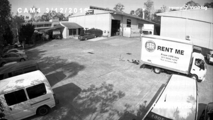 Man op step kan aanrijding met vrachtwagen nipt vermijden