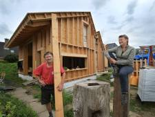 Zelf een huis bouwen? Dat kunnen we wel, dachten  Femke (53) en Jacco (56). En nu dóen ze het gewoon