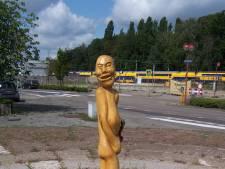 Wat doet die piemel op het Stationsplein van Etten-Leur?