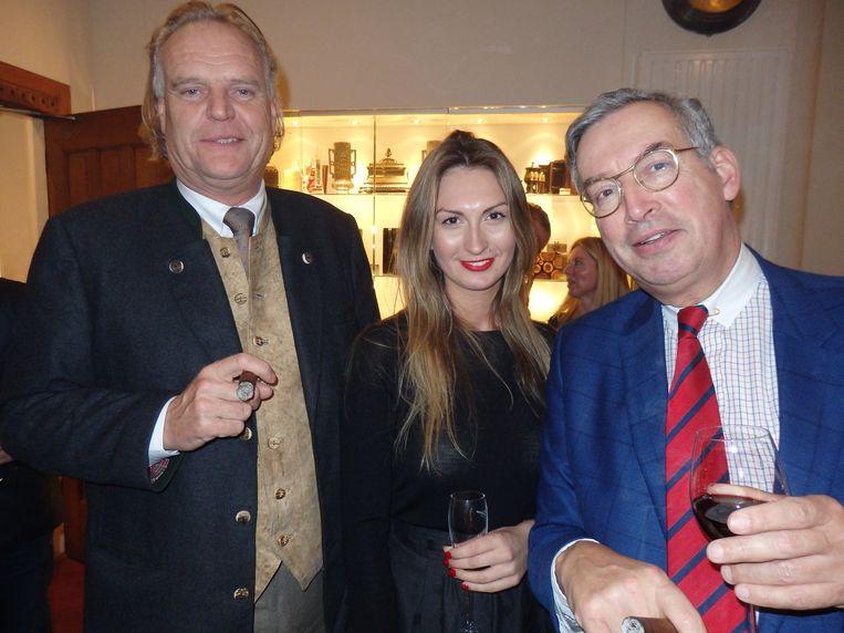 Gerard van den Herik (Internatio Herik, links) komt al decennia bij Hajenius. Naast hem Melissa Vandamme (Christian Dior) en Rob Labadie (Momentum Capital) Beeld Schuim