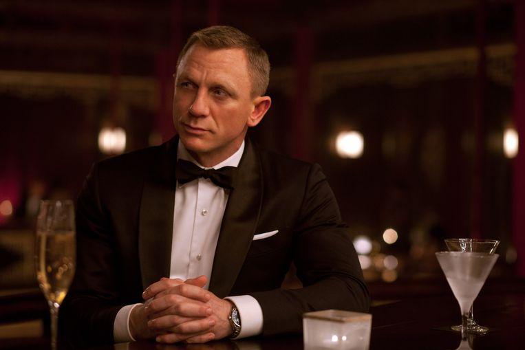James Bond en zijn iconische wodka martini in de jongste James Bondfilm Skyfall uit 2012. Beeld null