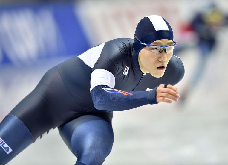 Tae-bum Mo tijdens de 1000m op het ISU Wereldkampioenschap schaatsen in Obihiro, Japan. Beeld afp