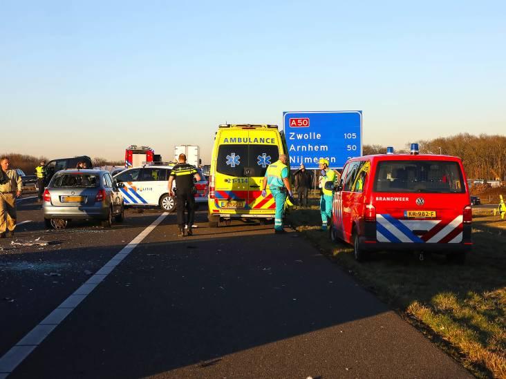 A50 tot 22.00 uur dicht na zwaar ongeval bij Nistelrode: twee zwaargewonden