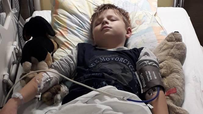 """Damien (8) maand na besmetting op intensieve: """"Wie denkt dat coronavirus onzin is, mag eens naar mijn arm zoontje komen kijken"""""""