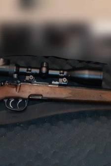Jager met doorgeladen jachtgeweer aangehouden in Sint Hubert