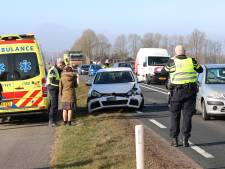 Gewonde na kop-staartbotsing met drie auto's bij Kampen