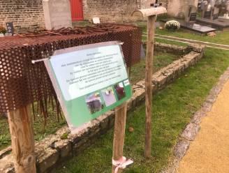 Grondpinnen voor bloemen begraafplaats én mondmaskerplicht