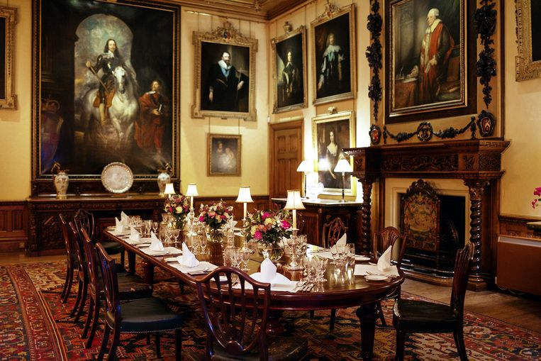 De Lord en Lady plannen soms nog formele weekenddiners rond de grote eettafel.