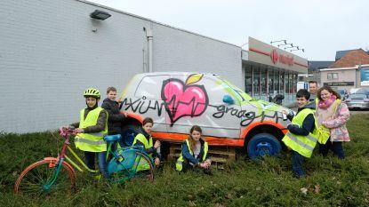 Leerlingen Gitok winnen publieksprijs met gepimpt autowrak