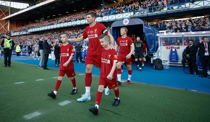 Gerrard komt het veld op in Glasgow.