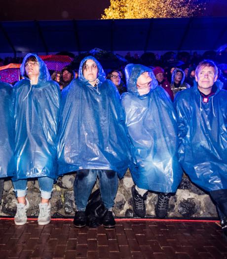 Paraplu omhoog, paraplu omlaag: natte en koude Bridge to Liberation