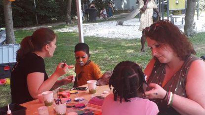 Kinderen leven zich uit op buitenspeeldag