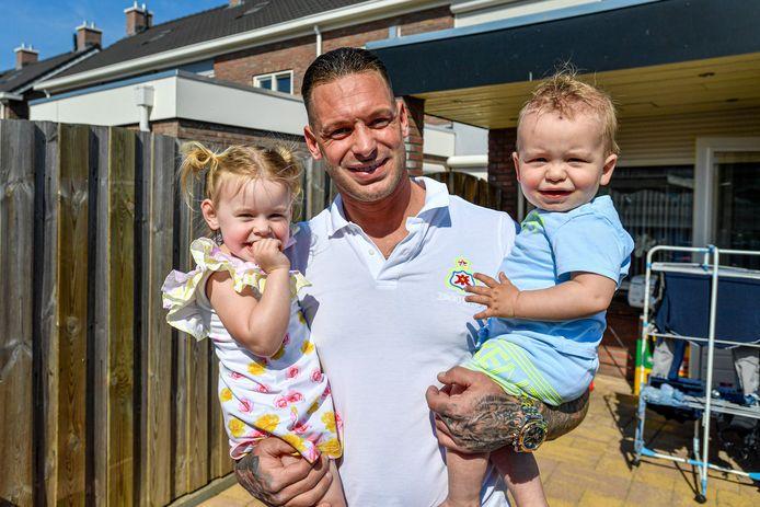 Halsteren-doelman Arien Pietersma met zijn kinderen