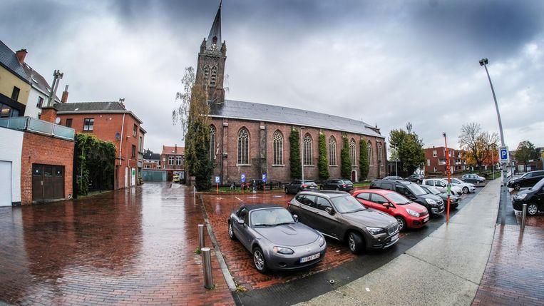De Sint-Rochuskerk wordt uit de eredienst onttrokken.