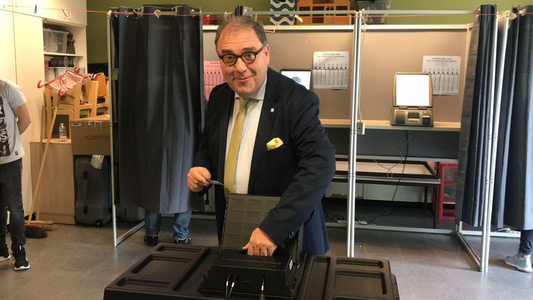 Christoph D'Haese (N-VA) brengt zijn stem uit.