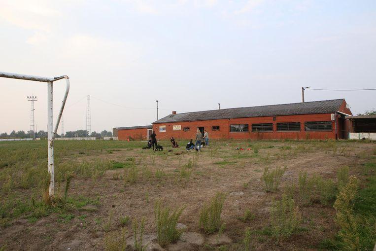 Het voormalig voetbalterrein van Outgaarden wacht nog steeds op een invulling.
