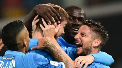Mertens helpt Napoli aan simpele zege tegen Udinese en sluipt dichter bij Juventus