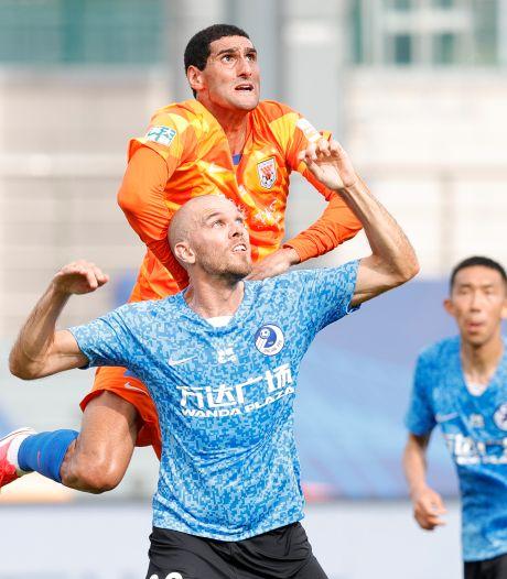 Kopbal-hattrick in 8 minuten voor Fellaini bij herstart in China