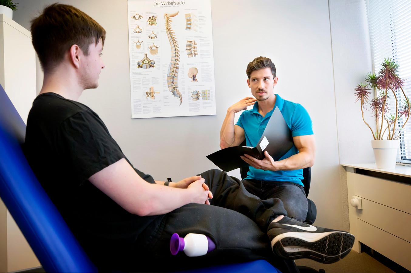 Fysiotherapeut Ward van den Bulck in actie