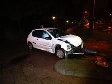Dronken bestuurder zonder rijbewijs rijdt door rood en veroorzaakt ongeluk in Eindhoven