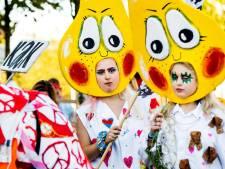 Peace Suit Parade trekt over Wibautstraat