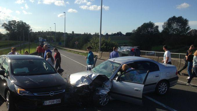 Vijf gewonden bij zware klap