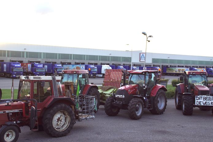 Tientallen tractoren hebben zich verzameld in Groenlo.