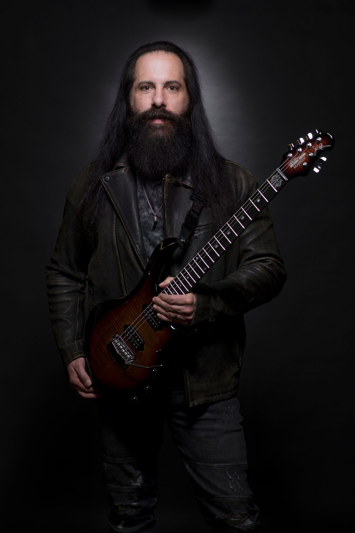 John Petrucci is de winnaar van de Sena Performers European Guitar Award van 2019