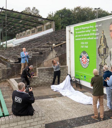 Lege voetbaltempel weer in belangstelling: metershoog doek onthuld op Wageningse Berg