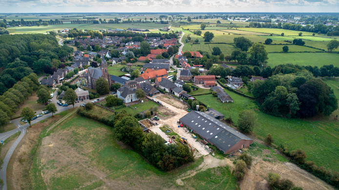 Het dorpje Alem, er wonen 600 mensen, vanuit de lucht.