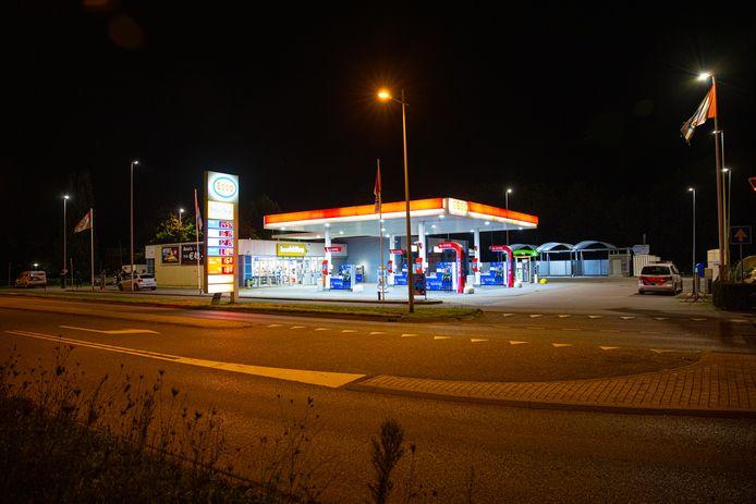 Het Esso tankstation aan de Europa-allee in Kampen dat vannacht is overvallen.