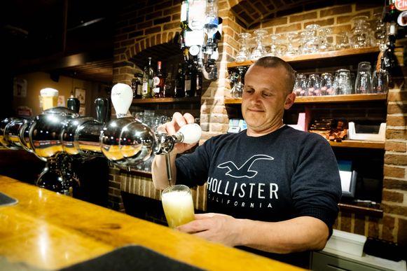 Danny Kesselaers is al 19 jaar lang kroegbaas van café 'Het Anker' in Pulle.