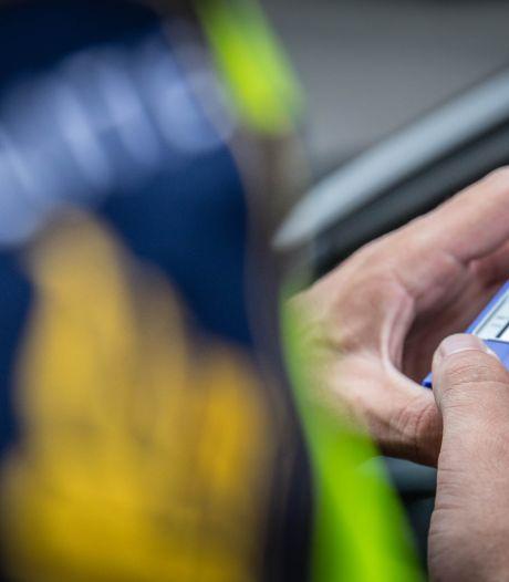 Politie pakt automobilist onder invloed van drugs in duisternis van Holterberg