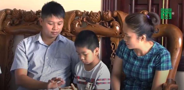 Phung Giang Son (28) en echtgenote met het jongetje dat niet hun zoon blijkt.
