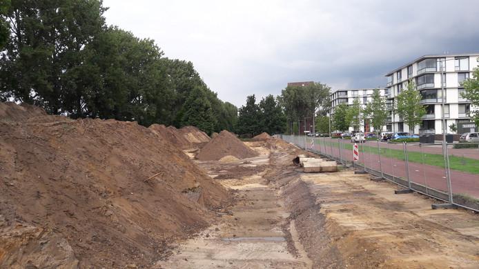 De aanleg van de ecologische zone in Presikhaaf in Arnhem: een nieuwe strook stadsgrond langs de spoordijk met een brede watergang. Archeologen hebben hier sporen van de IJzertijd gevonden.