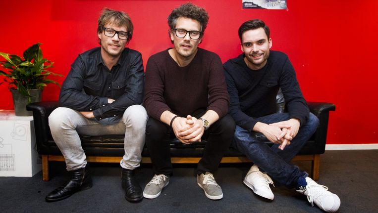Radio-dj's Domien Verschuuren, Giel Beelen en Paul Rabbering laten zich vrijdagavond opsluiten in het Glazen Huis. Beeld anp