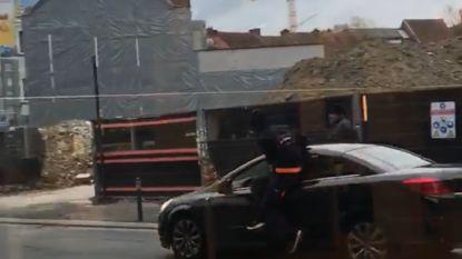 VIDEO: Parkeerwachter slachtoffer van zware verkeersagressie nadat bestuurder boete krijgt
