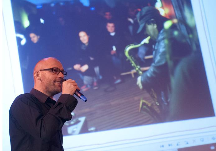 De Helmondse stadskunstenaar Rocco Verdult.