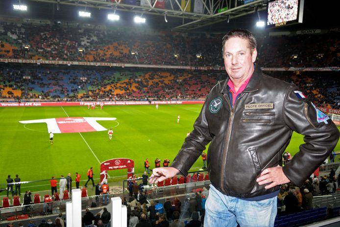 Een van de grote passies van Bert Verwelius was Ajax. Hij was ook sponsor van de Amsterdamse club. ,,Dat is honderd procent clubliefde. We zullen er namelijk geen huis meer door bouwen.'' (Archieffoto uit 2011)
