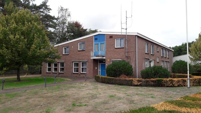 Het voormalige brigadegebouw van de Koninklijke Marechaussee in 't Harde.